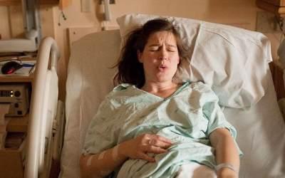 Ibu Hamil dengan Mata Minus Melahirkan Normal? Ketahui Beberapa Risikonya yuk, Moms