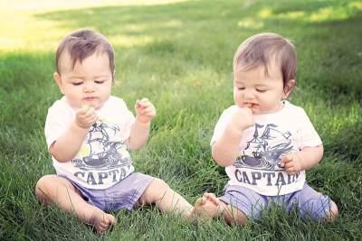Moms, Ini Dia Inspirasi Nama Bayi Laki-Laki Kembar dengan Makna Indah