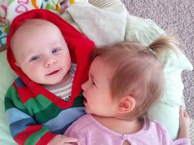 Hm, Sebaiknya Berapa Sih Jarak Usia yang Ideal Antara Kakak dan Adik?