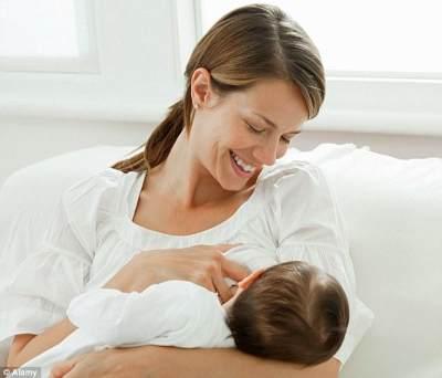 Apakah Normal Bayi Berkeringat Saat Menyusu? Berikut Penjelasannya