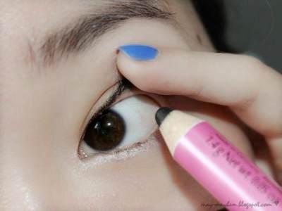 Gunakan Eyeliner Pada Tightline Mata