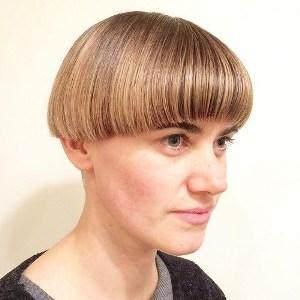 Berani Tampil Beda dengan Model Rambut Pendek Wanita 90-an Ini!