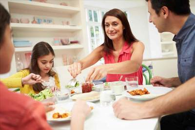 5. Makan Malam Bersama
