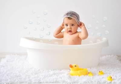 Ini Dia Tips Memilih Sabun Bayi dengan Kulit Sensitif yang Aman, Moms