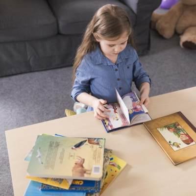 Buat New Moms, Ini Trik Cerdas Mengajarkan Anak Balita Membaca