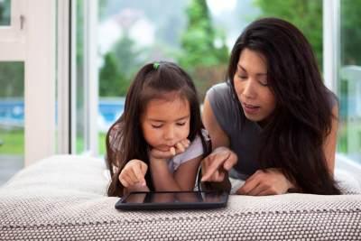 2. Berikan Pendidikan tentang Internet yang Aman
