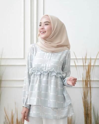 Simpel dan Manis, Model Atasan Muslimah Ini Sedang Laris di Awal Tahun 2018 Ini
