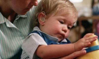 Waspada, Moms! Ini Dia Ciri-Ciri Bayi Memiliki Masalah Pendengaran