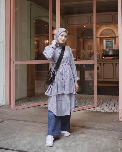 Hijabers, Begini Caranya Tips Padu Padan Tunik untuk Kamu yang Bertubuh Pendek nan Mungil!