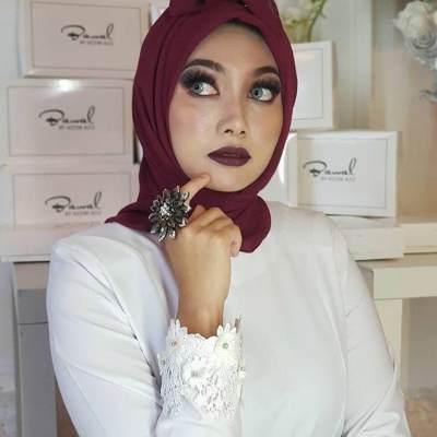 Viral! Tren Hijab Pocong ala Desainer Malaysia, Berani Coba Moms?