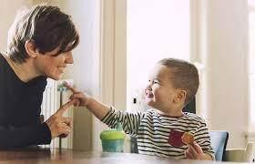 Sediakan Waktu Sebanyak Mungkin untuk Berkomunikasi dengan Anak Sejak Bayi