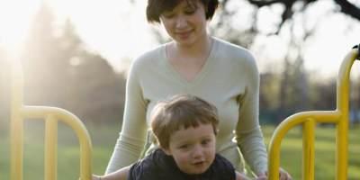 Moms, Ini Dia Kelebihan & Kekurangan dari Orang Tua yang Protektif Pada Tumbuh Kembang Anak