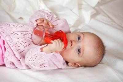 Penting! Mencuci Botol & Dot Bayi Memang Mudah, Tapi Sudahkah Menggunakan Cara yang Benar Ini?