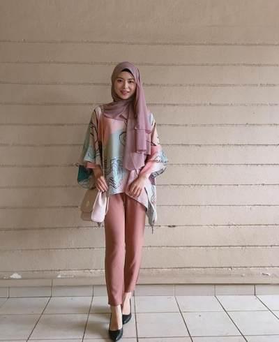 OOTD Ayana dengan Balutan Hijab dan Outfit Casual Membuatnya Tampak Semakin Muda 'Kan?