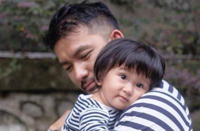 Duh, Lucunya Keterlaluan! Foto Bayi Lucu Anak Seleb Ini Bikin Gemas Netizen
