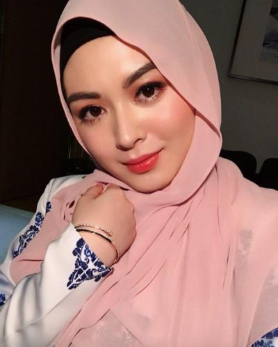 Style Hijab Korea Seperti Ini Hits Banget Lho di Tahun 2017, Tak Ada Salahnya Moms Coba!