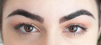 Tanpa Harus Menggambar Alis, Tren Eyebrow Microblading Ini Bikin Alis Moms Cetar Setiap Saat!