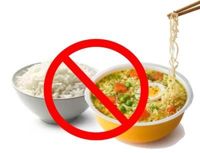 Bahaya, Moms! Tanpa Disadari, Ini 6 Efek Buruk yang Mengintai Jika Mengonsumsi Nasi & Mie Instan Bersamaan!