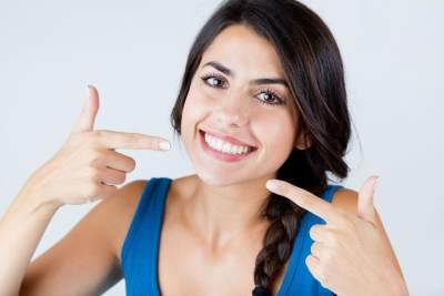 Tanpa Perlu ke Dokter, Moms Bisa Menghilangkan Plak Gigi Secara Alami di Rumah!