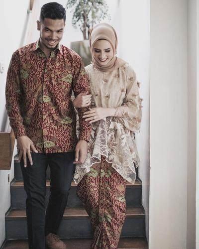 Kompak Banget! Ini Dia Tips dan Inspirasi Batik Muslim Couple dari Selebgram yang Bisa Moms Contek!