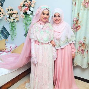 Kebaya Muslim Couple Warna Pastel Untuk Kondangan