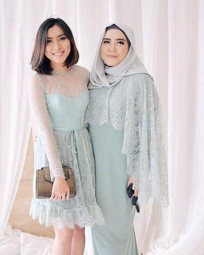 Kebaya Muslim Couple Untuk Kekompakan Di Acara Pesta