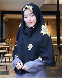 Intip Tutorial Hijab untuk Moms yang Ingin Bergaya Syar'i dan Kekinian Saat ke Kantor Ini!