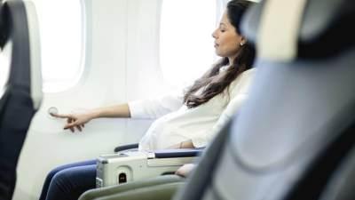 Ibu Hamil Ingin Naik Pesawat? Yuk, Kenali Aturannya di Setiap Maskapai!