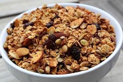 """Yuk Coba Membuat Sendiri Snack Sehat dan Lezat """"Granola Bar"""" di Rumah!"""