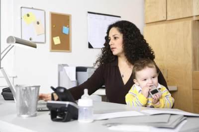 Meskipun Bekerja, Moms Masih Bisa Menyiapkan Menu MPASI Si Kecil. Ini Caranya!