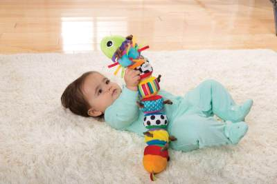 Ini Dia Mainan yang Perlu Diberikan untuk Bayi 0-12 Bulan, Moms!