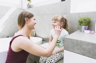 Susah Membiasakan Anak Sikat Gigi? Gunakan Trik Jitu Ini