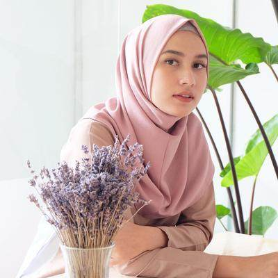 Anti Ribet dan Praktis, Hijab Instan Ini Wajib Jadi Pilihan Moms!