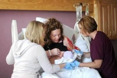 8. Menganjurkan Pemberian ASI sesuai Permintaan Bayi