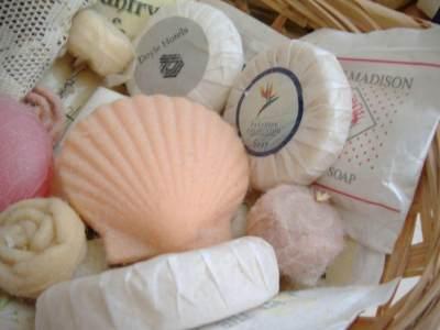 5 Jenis Sabun Mandi Sesuai Kebutuhan Kulit, Mana yang Pas Buat Moms?