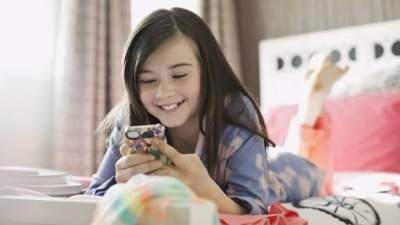 Manfaat dan Dampak Negatif Ponsel Bagi Anak