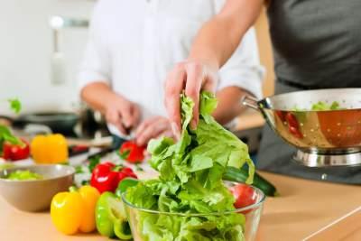Bahan-Bahan yang diperlukan untuk membuat salad sayur
