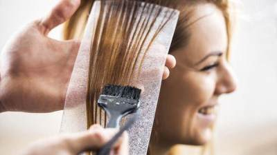 Hati-hati, Ini Dia 5 Bahaya Mewarnai Rambut Bagi Ibu Hamil