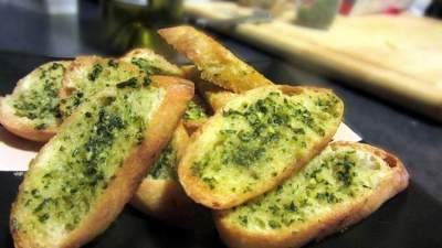 4. Garlic Bread With Avocado