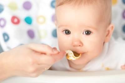 Moms, Yuk Ketahui Tahapan Adaptasi Bayi terhadap Rasa Makanan!