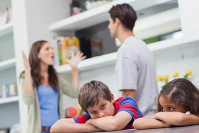 Lakukan Cara Ini Ketika Anak Tak Sengaja Melihat Pertengkaran Orang Tua, Moms