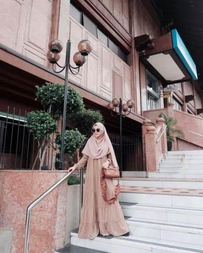 Sederhana dan Elegan, Tips Style Hijab Syar'i Pesta untuk Kondangan Ini Wajib Moms Tahu