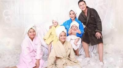 Konsep Foto Keluarga Unik Berikut Menginspirasi Lho Moms!