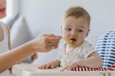 Moms Harus Tahu, Ini Takaran dan Menu MPASI yang Tepat Buat Bayi 6 Bulan