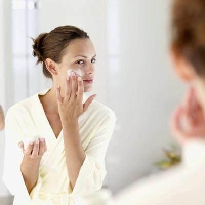 DIY: Krim Pemutih Wajah yang Aman Buatan Sendiri