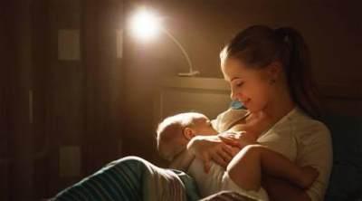 Besar Manfaatnya Lho Moms, Jika Kita Menyusui Bayi di Malam Hari