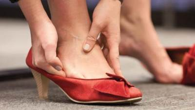 Mengakali Sepatu Kekecilan Agar Nyaman Dipakai dengan 4 Trik Ini