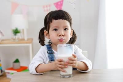 Pastikan Susu si Kecil Punya Kelebihan Ini Tuk Dukung Tumbuh Kembangnya!
