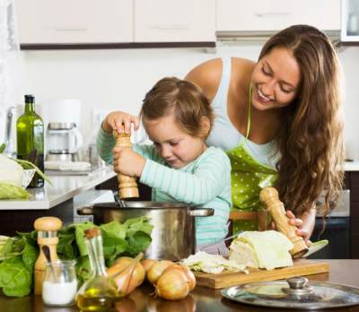Cara Mengatasi Si Kecil yang Suka Pilih-pilih Makanan