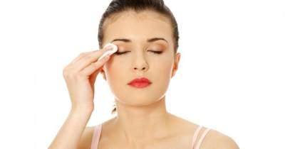 Membersihkan Makeup